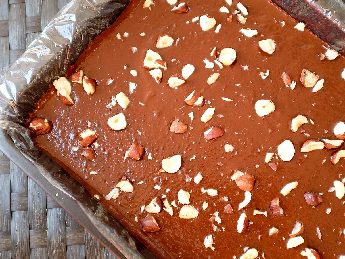 Čokoládovo-cuketové raw řezy slískovými oříšky