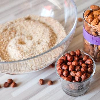 Čokoládovo-cuketové raw řezy s lískovými oříšky