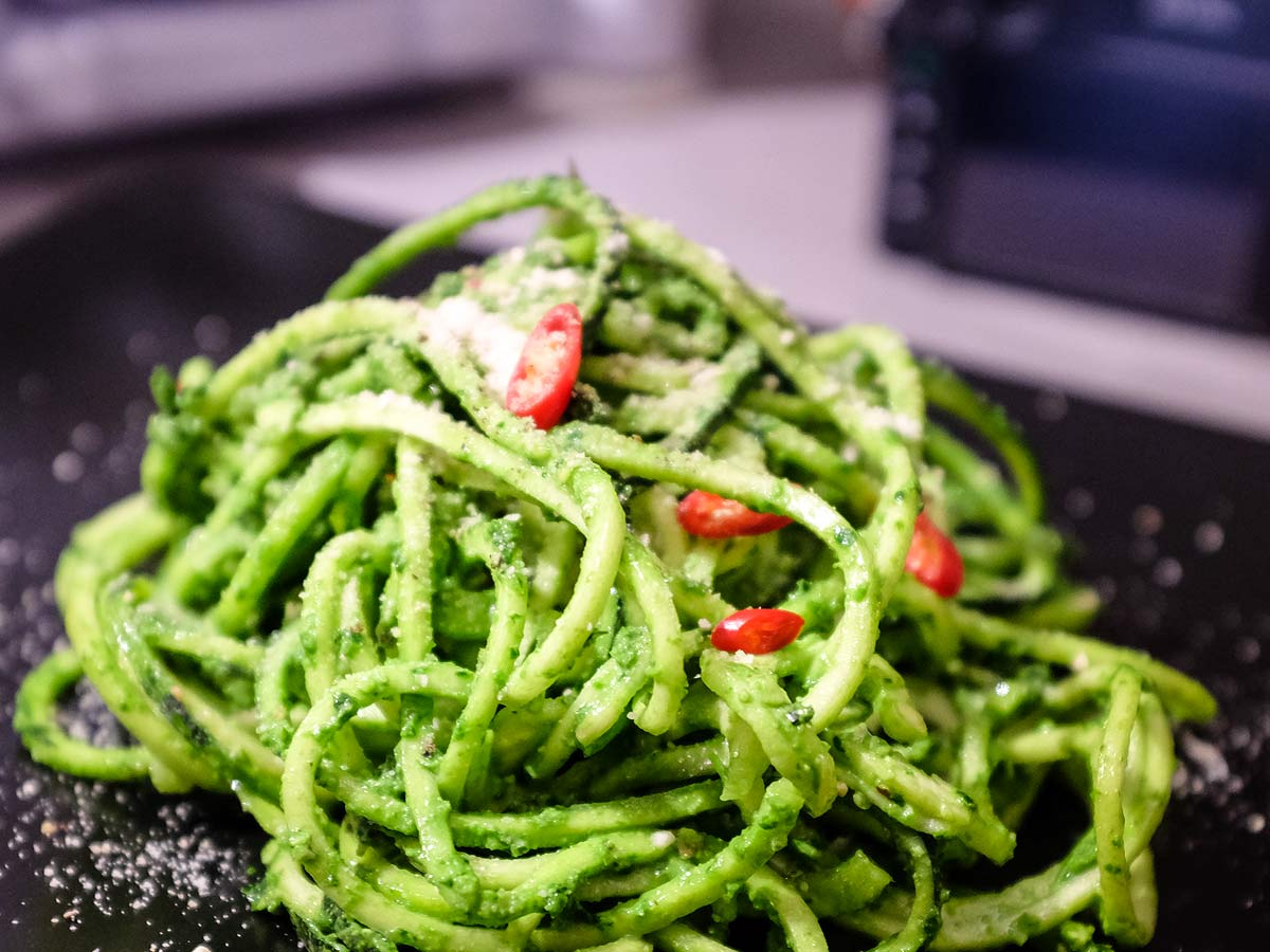 Cuketové špagety spestem zmedvědího česneku