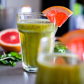 Green smoothie sgrepem, mladým mangoldem achia semínky