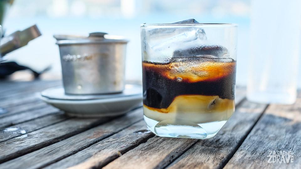 Vietnamská káva, smoothies, mladý kokos, cukrová třtina aneb co sepije ve Vietnamu