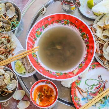 Cua - krab, mušle a náš oběd blízko Hue
