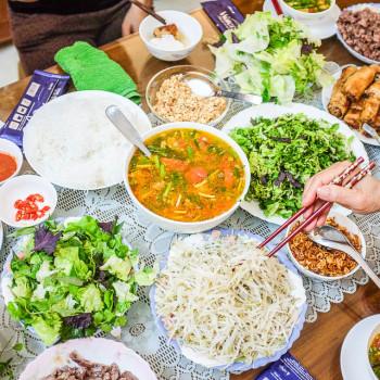 Deník zVietnamu #5 Hmyz, noční trh, Ho Chi Minh avečeře spřáteli