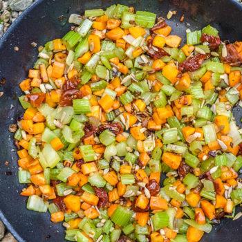 Mrkvový krém sřapíkatým celerem se sušenými rajčaty adýňovým olejem