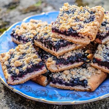 Nejlepší borůvkový koláč s ořechovou drobenkou