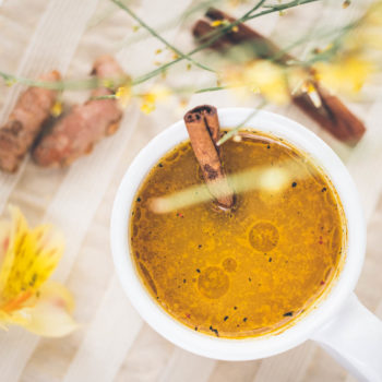 "Haldi (ka) doodh neboli kurkumové mléko ""Golden milk"""