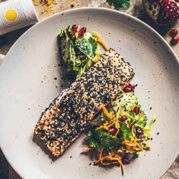 05_Peceny losos v sezamu s brokolicovym salatem po asijsku_Web