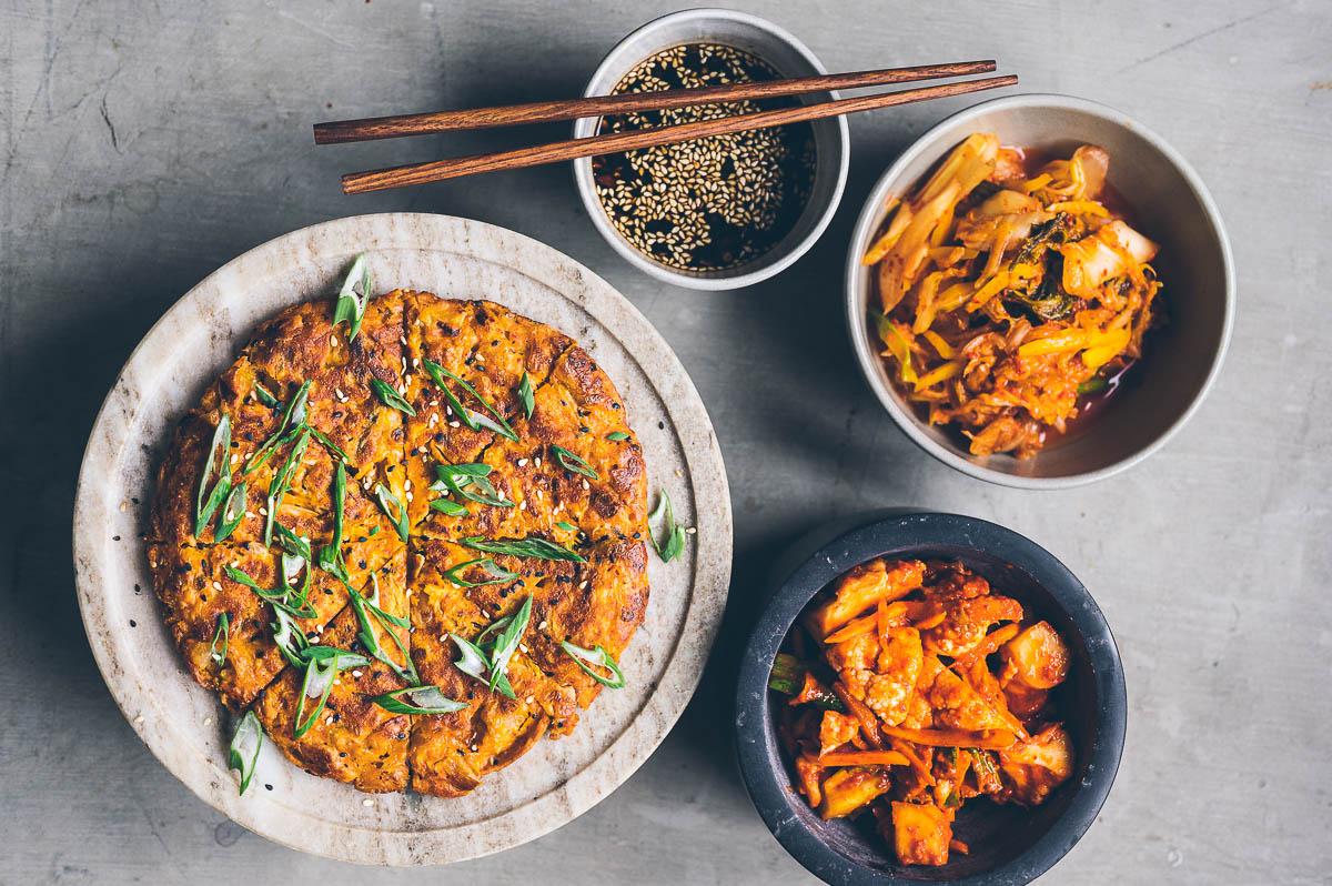 Kimchijeon. Korejská kimčchi palačinka.