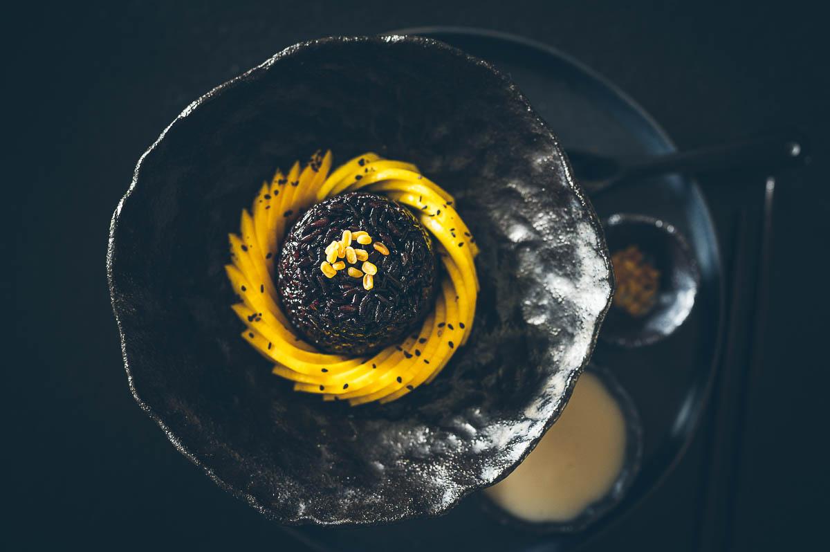 """""""Black"""" Mango sticky rice z černé lepkavé rýže.<3"""
