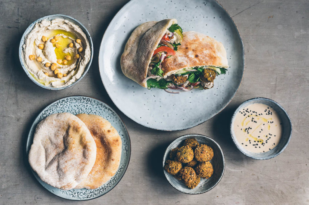 Online kurz vaření #7: Falafel, pita, hummus aneb Falafel sandwich